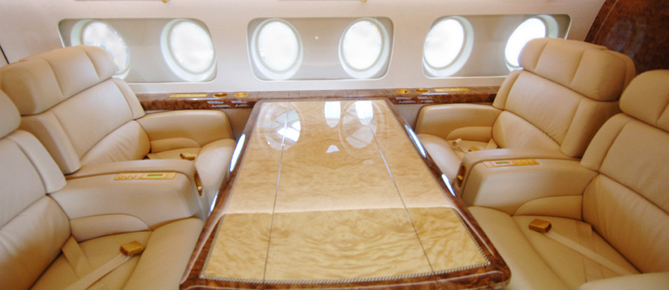 07-Fokker100-VIP_dining-seat