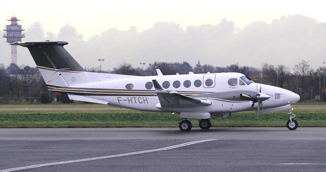16-Beech-kingair-200_F-HTCH